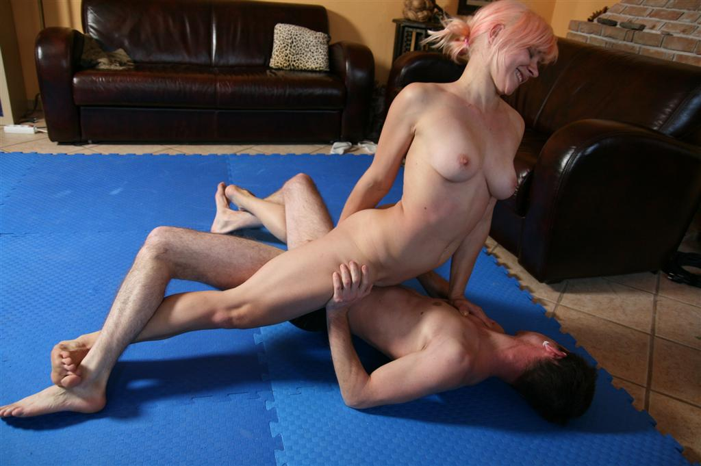 military milf fucked by ts interrogator